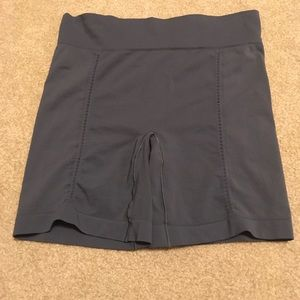 Spanx. Sz L dark Gray under shorts